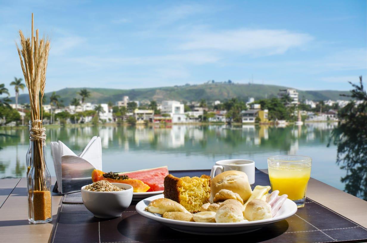 Atlas Hotel: localização nobre e vista para a Lagoa Paulino